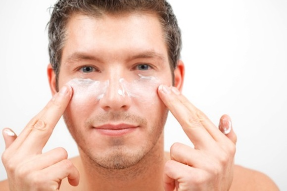 How to Remove Dark Circles Under the Men's Eyes