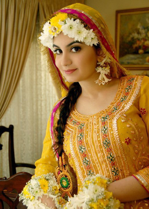 Latest Bridal Mehndi Dresses Designs Collection For Girls
