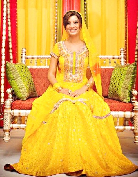 Latest Wedding Bridal Mehndi Dresses Designs CollectionLatest Wedding Bridal Mehndi Dresses Designs Collection