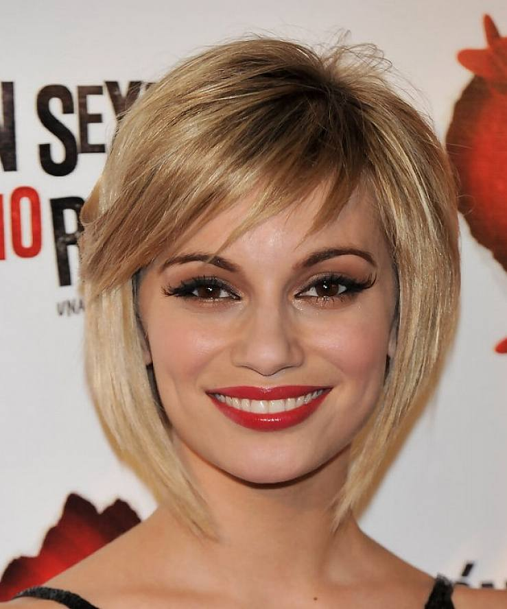 Cute Bob Winter Hairstyles with Bangs for Oval Face Women