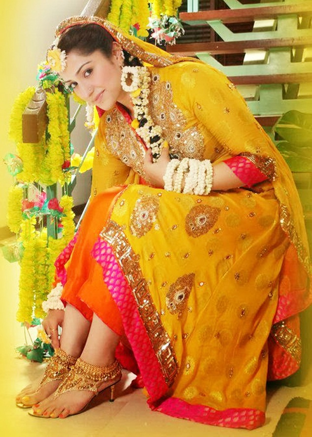 Bridal Mehndi Dress 2017-18 Collection For Women
